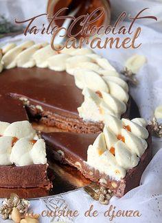 Tarte au caramel beurre salé, cacahuètes et ganache chocolat Tarte Caramel, Chocolate Caramel Tart, Chocolate Pies, Pie Recipes, Sweet Recipes, Good Pie, Sweet Tarts, Food And Drink, Cheesecake