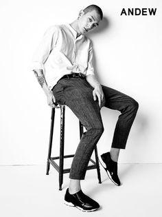 Kwak Ji Young, Park Sung Jin for Andew Spring 2015 collection Park Sung Jin, Young Park, Korean Fashion, Mens Fashion, Korean Actors, Attitude, Singing, Poses, Spring 2015