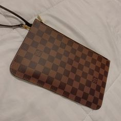 There is a super cool pouchette from louis vuitton. It's like new from angle to angle, and clean inside as well. Only the pouchette. Feel free to ask. Please be honest with the price. Louis Vuitton Clutch, Louis Vuitton Neverfull Mm, Pattern, Bags, Free, Handbags, Patterns, Model, Bag