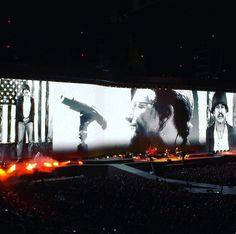 """Segundo concierto de la gira de U2 """"The Joshua Tree Tour 2017"""" en la ciduad de Seattle, Estados Unidos: setlist, fotos y vídeos Seattle, Concert Stage Design, Paul Hewson, Irish Rock, Bono U2, Staging, Tours, Places, Niall Horan"""