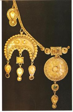 Gold necklace with pendants from Russia, 7th – 8th century. #medieval #history