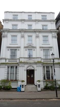 Notting Hill Hotel London On an elegant tree-lined street, Notting Hill Hotel offers budget accommodation overlooking a beautiful park. Notting Hill Gate Tube station is just a 2-minute walk away.