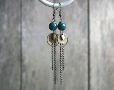 Boucles d'oreilles bohèmes bronze et bleues, perles en céramique bleu de Prusse - Bijou de créateur - Bijou fantaisie fait main : Boucles d'oreille par joaty