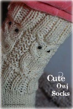 Näitä tarvitset:   Seitsemän Veljestä (valkoinen)   Puikot 3.5   48 silmukkaa, 12 puikolle   Langan menekki n.100g   16 helmeä silmiksi... Craft Projects, Projects To Try, Owl Patterns, Boot Cuffs, Marimekko, Knitting Socks, Knit Socks, Handicraft, Fingerless Gloves