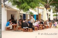 Bar Costa In Santa Gertrudis, een van de oudste bars op Ibiza. Met de lekkerste Spaanse ham. Santa Gertrudis is een leuk dorpje.