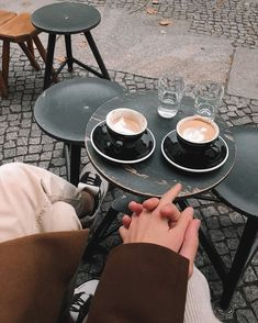 Coffee Date, Coffee Break, Morning Coffee, Coffee Shop Aesthetic, Cute Date Ideas, Mantecaditos, Coffee And Books, Coffee Pics, Coffee In Bed