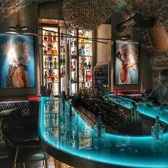Byliście już w Coctail Bar w @pelier_bistro? 😉 Niesamowite miejsce! Brawo za pomysł, projekt i wykonanie 👏Koktajle są bardzo różnorodne, więc każdy znajdzie coś dla siebie 😍🍸🍹Na pewno tam wrócę 🙈 . #pelier #pelierbistro #coctailbar #design #detale #inspiracje #interiorslover #interior #foodblogger #foodbylublin #lublin #drink #drinktime #kobiecafotoszkoła #instagood #lublublin Mansions, House Styles, Instagram, Home Decor, Decoration Home, Manor Houses, Room Decor, Villas, Mansion