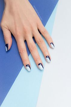 Blue French manicure || Minimalist nail art