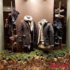 """""""Mi piace"""": 33, commenti: 2 - Macelleria (@macelleriamestre) su Instagram: """"Vetrina A/I '17 • #autunno #autumn #inverno #winter #cappotto #coat #giacchè #giubbinopelle…"""""""