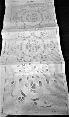 Blackwork Patterns, Fillet Crochet, Crochet Square Patterns, Crochet Circles, Chicken Scratch, Crochet Home, Crochet Doilies, Chart, Crochet Table Runner