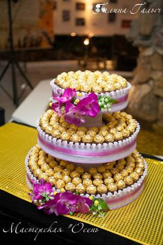 They unpacked an ordinary box of chocolates and made it a wonderful thing for everyone … – Chocolate Chocolate Flowers Bouquet, Candy Arrangements, Bar A Bonbon, Money Cake, Sweet Trees, Candy Cakes, Chocolate Decorations, Candy Bouquet, Candy Gifts
