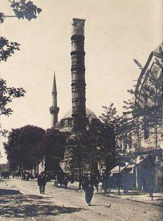 Çemberlitaş'ta Yeniçeriler caddesi üzerinde yer alan Atik Ali Paşa Camii, vakti zamanında Sedefçiler, Eski Ali Paşa, Dikilitaş, Vezir Hanı, Sandıkçılar Camii gibi isimlerle de anılmamış değil.