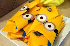 Despicable Me Birthday Party - yellow napkins w/minion eyes, wrapped around cutlery. Minion Party Theme, Despicable Me Party, Minion Birthday, Boy Birthday, Minion Movie, Birthday Ideas, Minion Craft, Yellow Minion, Its My Bday