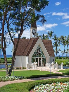 Wailea Beach Chapel on the grounds of the Grand Wailea Resort on Maui, Hawaii. The chapel is non-denominational and is frequently used for wedding ceremonies. Old Country Churches, Old Churches, Maui Weddings, Hawaii Wedding, Gold Weddings, Wedding Beach, Destination Weddings, Trendy Wedding, Wailea Resort