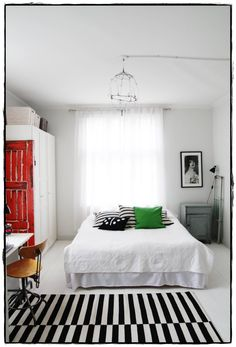Lovely bedroom, love the small color splashes