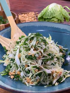Ma recette de salade thaï - Laurent Mariotte - The Best New Orleans Recipes Easy Chinese Recipes, Asian Recipes, Healthy Recipes, Stir Fry Vegan, After Workout Food, Food Workout, Vegetarian Mexican Recipes, New Orleans Recipes, Thai Salads