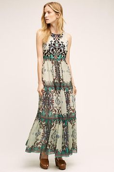 The perfect printed boho maxi dress for your summer capsule wardrobe - get even more style and shopping inspiration on http://jojotastic.com/shop-my-favorites/