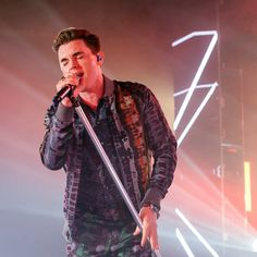 "Jesse McCartney Talks ""Friends"" and Social-Distancing Life Different Kinds Of Love, Jesse Mccartney, Comedy Skits, 90 Day Fiance, Zoom Call, Music Humor, Hollywood Life, Music Film, Video Film"