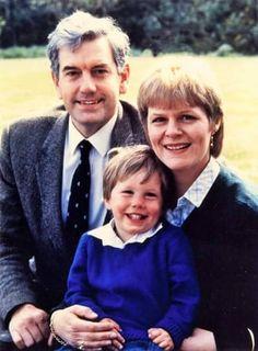 Nicolae cu părinţii, Principesa Elena şi profesorul Robin Medforth-Mills.