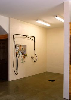 Stolen from a horse barn idea. Great idea for show cattle barn especially with little one's rinsing. Makes it easier to handle hose Dream Stables, Dream Barn, Show Cattle Barn, Horse Tack Rooms, Barn Stalls, Horse Stalls, Horse Barn Designs, Horse Barn Plans, Farm Barn
