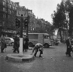 Paris 1954 Photo: Robert Doisneau - Green Eyes 55