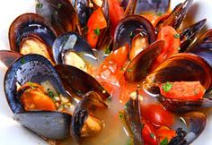 An Italian dinner seafood recipe for Steamed Mussels in Curry Marinara Sauce Mussels Marinara, Marinara Sauce, Tomato Sauce, Fresh Seafood, Fish And Seafood, Steamed Mussels, Portuguese Recipes, Portuguese Food, Seafood Recipes