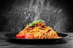 Eredeti bolognai spagetti Spagetti Recipe, Pudding Recipes, Bologna, Pizza Recipes, Food Photo, Spaghetti, Food And Drink, Ethnic Recipes, Blurryface Lyrics