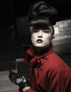 Du Juan Models Dior for Yin Chao in Numéro China April 2013 / Red is amazing! China Fashion, Red Fashion, Fashion Models, Dior Fashion, Tokyo Fashion, Fashion 2017, Winter Fashion, Geisha, Beauty Makeup