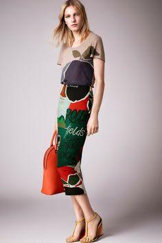 Resort 2015: Christopher Bailey se inspirou no mal tempo britânico para a coleção da Burberry Prorsum! #burberry #resort #trends #sereia #agua #chuva