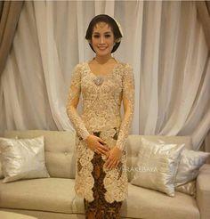 Vera Kebaya, Javanese Wedding, Engagement Dresses, Kimono Cardigan, Jacket Dress, Traditional Outfits, Hijab Fashion, Party Dress, Gowns
