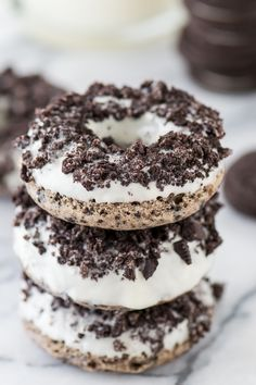The best Oreo donut! Oreos in the batter and crushed oreos on the white chocolate - so yummy! The best Oreo donut! Oreos in the batter and crushed oreos on the white chocolate - so yummy! Oreo Dessert Easy, Oreo Desserts, Easy Desserts, Dessert Recipes, Plated Desserts, Delicious Donuts, Delicious Desserts, Yummy Food, Baked Donut Recipes
