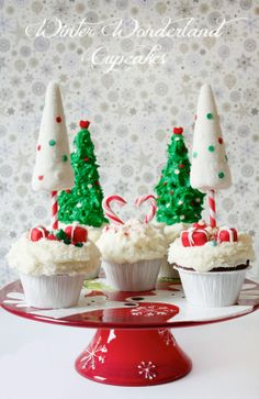 white and green Christmas cupcake trees, candy canes and buttercream frostings, dreamland for Christmas is in your kitchen, Winter Wonderland Cupcakes Cupcakepedia