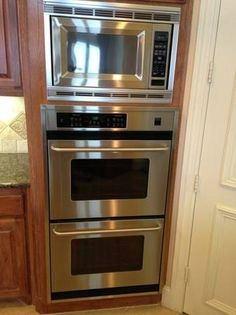 Kitchen: Microwave And Double Ovens