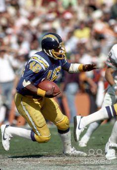 Chargers Rb Chuck Muncie Nfl Football Players, Sports Team Logos, Football Cheerleaders, Football Memes, American Sports, American Football, Best Running Backs, Nfl Uniforms, Football Conference