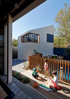 Little Brick Studio - Abbotsford : MAKE architecture. Love this pool fence! Brick Fence, Front Yard Fence, Fenced In Yard, Fence Stain, Gabion Fence, Low Fence, Concrete Fence, Lattice Fence, Farm Fence
