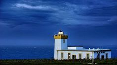Farol Duncansby Head, Escócia.  Fotografia: Jawad Saleem no 500px.