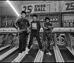 glenefriedman Verified RUN-DMC and JAM MASTER JAY . 1985 in the arcade on the Santa Monica Pier. This photograph is so fucking cool on so many levels to me. Jam Master Jay, Run Dmc, Youth Culture, Santa Monica, Hip Hop, Running, Instagram Posts, Arcade Games, Photograph