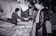 [写真] 堪らなくカッコいい!1980年の京都で買い物をするデヴィッド・ボウイがRock youすぎる!(Japaaan) - エキサイトニュース