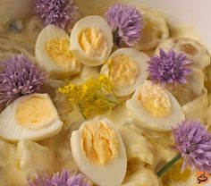 Potato and Chive Flower Salad with Quail Eggs recipe / click photo for recipe Egg Recipes, Salad Recipes, Vegetarian Cooking, Vegetarian Recipes, Southern Style Potato Salad, Good Food, Yummy Food, Quail Eggs, Flower Food