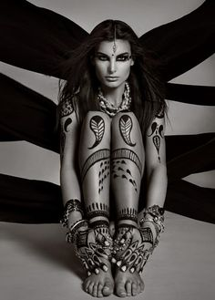 Body Mendhi- so beautiful she looks like some tribal earth warrior :)