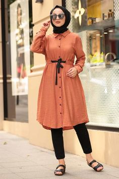 The perfect addition to any Muslimah outfit, shop Muslim fashion- Neva Style - Pistachio Green Hijab Tunic Find more Hijab Tunic at Tesetturisland! Modest Fashion Hijab, Street Hijab Fashion, Stylish Dresses For Girls, Stylish Dress Designs, Islamic Fashion, Muslim Fashion, Look Fashion, Fashion Outfits, Sleeves Designs For Dresses