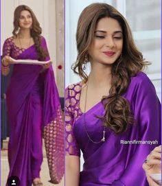 Indian Bridal Saree Look You Have To Steal – Designers Outfits Collection Moda Indiana, Purple Saree, Silk Saree Blouse Designs, Modern Blouse Designs, Modern Saree, Indian Beauty Saree, Indian Sarees, Pakistani, Plain Saree
