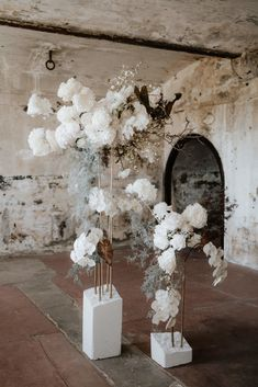 Ethereal Sculptures Inimitable installations of bold blooms and dried varieties in collaboration with Mrs Gibbons Flowers. Wedding Designs, Wedding Styles, Floral Wedding, Wedding Flowers, Dream Wedding, Wedding Day, Flower Installation, Festa Party, Deco Floral