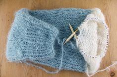 Raglanfelling for nybegynnere - Søstrene Miljeteig Finger Knitting, Loom Knitting, Knitting Patterns, Crochet Patterns, Baby Blanket Crochet, Crochet Baby, Free Crochet, Knit Crochet, Ravelry
