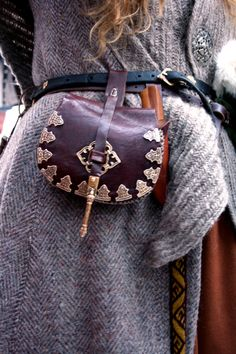 villefrille - håndtverk http://villefrille.blogg.no/ -- Obviously the photo was taken for the pouch (tarsoly), but I'm more interested in the naalbound shawl over the coat.  At first I thought I might be attached!