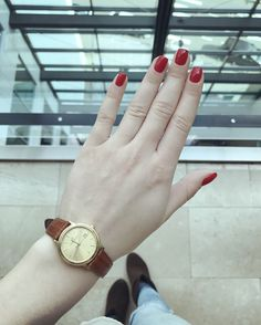 Clasic red nails (@tsontso )