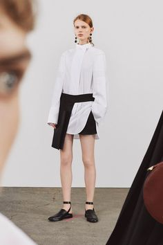 View the complete Resort 2018 collection from Jil Sander.