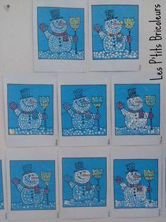 """faire des empreintes à la peinture blanche à l'aide d'un bouchon en liège sur une feuille grise pour symboliser les flocons de neige, découper le nuage et coller dessus des disques de coton, coller le nuage en haut de la feuille grise... ç'a y est, il neige !! Retrouvez le gabarit du nuage dans la rubrique """"Météo"""", article """"Il pleut""""."""