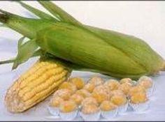 Receita de Brigadeiro de Milho Verde - 1 lata de milho verde (escorrida), 1 lata de leite condensado, 1 colher (sopa) de margarina, açúcar para polvilhar