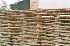 for the chickens Wattle Fence, Garden Fences, Garden Landscaping, Willow Fence, Fairy Tree Houses, Farmhouse Garden, Garden Items, Garden Structures, Green Garden